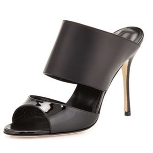 {Manolo Blahnik} Black Ripta Wide-Band Patent Pump